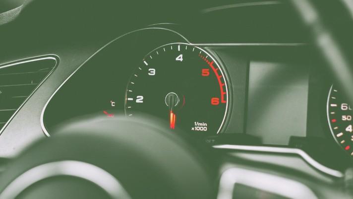 revs when driving